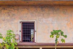 Estación de tren abandonada usada para abrigar a la familia sin hogar Fotos de archivo