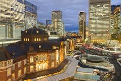 Estación de tren central de Tokio en la ciudad céntrica Foto de archivo