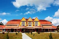 Estación de tren colorida en el dalat, Vietnam Foto de archivo libre de regalías