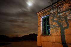 Estación de tren de Bustarviejo en la noche foto de archivo