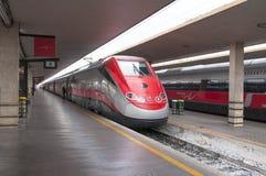 Estación de tren de Frecciargento que espera en Florencia Imágenes de archivo libres de regalías
