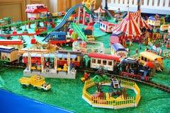 Estación de tren del parque zoológico de la colección de Playmobil Imágenes de archivo libres de regalías