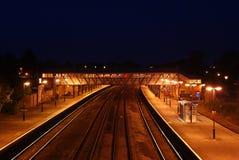 Estación de tren en la noche Foto de archivo libre de regalías