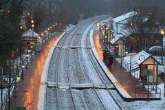 Estación de tren en tormenta de la nieve Imagenes de archivo