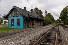 Estación de tren histórica y descuidada - ferrocarril abandonado - Atlanta, Nueva York Imagen de archivo libre de regalías