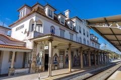 Estación de tren portuguesa en Sunny Day imagen de archivo