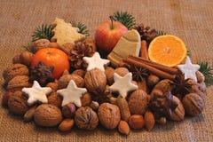 Estación del advenimiento con las frutas y los dulces Imagenes de archivo