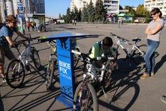 Estación del arreglo de la bici Foto de archivo libre de regalías