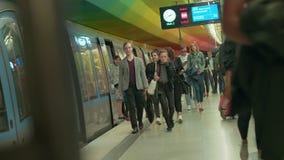 """Estación del metro de Alemania - Munich 23 de junio de 2018 del †"""" almacen de video"""