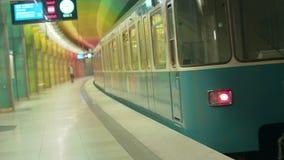 """Estación del metro de Alemania - Munich 23 de junio de 2018 del †"""", espera de la gente en la plataforma metrajes"""