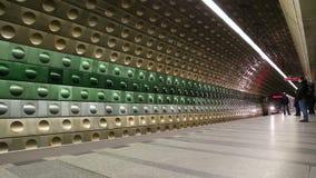 Estación del metro del metro, Praga, República Checa almacen de video