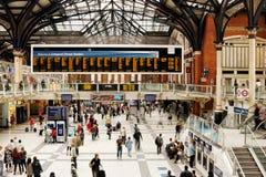 Estación del metro ferroviaria ocupada de Londres Foto de archivo