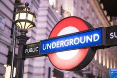 Estación del metro LONDRES, Inglaterra - Reino Unido de Londres - 22 de febrero de 2016 Fotos de archivo