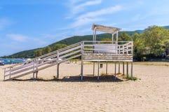 Estación del salvavidas en la playa de Stavros fotografía de archivo libre de regalías