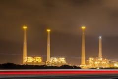Estación eléctrica en la noche foto de archivo libre de regalías