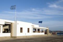 Estación griega del acceso de transbordador de la isla de los Milos imagenes de archivo