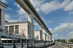 Estación hidroeléctrica Rusia de Uglich el río Volga Foto de archivo libre de regalías