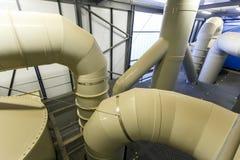 Estación industrial del tratamiento del agua y de aguas residuales imagenes de archivo