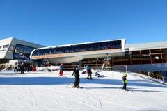 Estación los esquiadores y del cablecarril de Brhliska en Jasna Low Tatras Imágenes de archivo libres de regalías