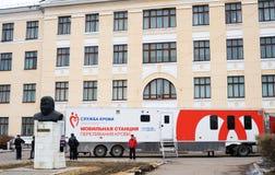 Estación móvil del hemotransfusion Imágenes de archivo libres de regalías