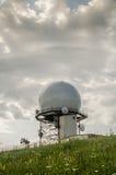Estación meteorológica del radar Doppler distante Fotos de archivo libres de regalías