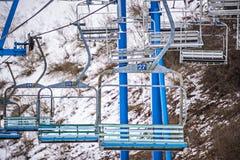 Estación ocupada del esquí en una estación de esquí del lugar del invierno Imágenes de archivo libres de regalías