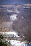 Estación ocupada del esquí en una estación de esquí del lugar del invierno Fotografía de archivo libre de regalías