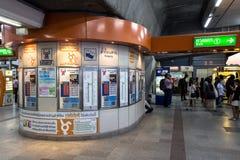 Estación pública del chit del MES del tren del BTS de la máquina del boleto por la tarde de Bangkok Imagen de archivo