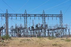 Estación sub del poder situada en el desierto de Arizona imagen de archivo libre de regalías