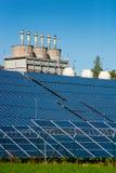 Estación y fábrica de la energía solar Foto de archivo libre de regalías