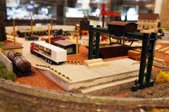 Estación y sitio miniatura de tren imagenes de archivo