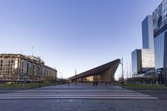 Estación central de Rotterdan con la luz de la madrugada Fotos de archivo libres de regalías