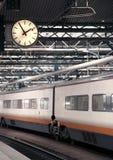 Estación de tren con el reloj Fotografía de archivo libre de regalías