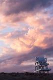 Estación del salvavidas en la puesta del sol Fotos de archivo