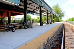 Estación y vías de tren en la Florida del sur Fotografía de archivo libre de regalías