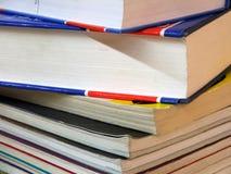 Estacionário - pilha de livro imagens de stock royalty free