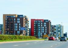 Estacionamento complexo moderno da rua da construção residencial da casa do apartamento imagens de stock