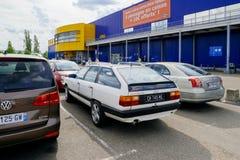 Estacionamento de Ikea com o quattro do CS de Audi 100 do vintate Imagens de Stock Royalty Free