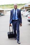 Estacionamento do aeroporto do homem de negócios Fotografia de Stock Royalty Free
