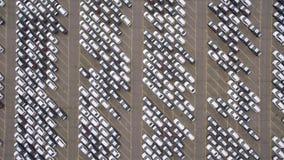 Estacionamento do armazenamento com carros novos vídeos de arquivo