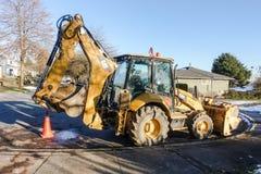 Estacionamento do escavador na rua Fotografia de Stock