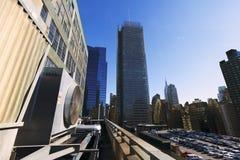 Estacionamento do telhado da autoridade portuária e arranha-céus Manhattan Yor novo foto de stock royalty free