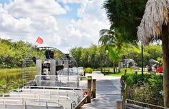 Estacionamento dos airboats dos marismas dos EUA do estado de Florida Imagens de Stock