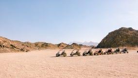 Estacionamento no carrinho para turistas no safari imagens de stock royalty free