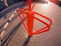 Estacionamento para bicicletas no close up da rua fotos de stock