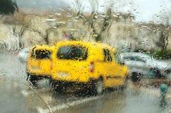 Estacionamento sob a chuva Imagens de Stock Royalty Free