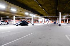 Estacionamento subterrâneo da alameda Fotografia de Stock