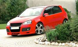 Estacionamento vermelho do carro Fotografia de Stock