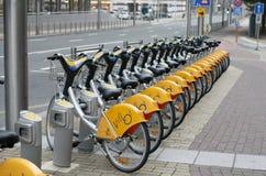 Estacionamiento de alquiler de la bicicleta en Bruselas, Bélgica Imagen de archivo libre de regalías