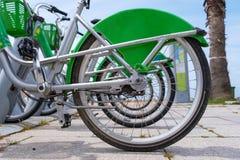 Estacionamiento de la bici imagen de archivo